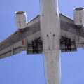 バンクーバーで飛行機を間近で見ることができる「マッカーサーグレン・デザイナー・アウトレット」