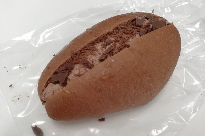おやつ屋イノップ ココア生地のチョコホイップクリームパン
