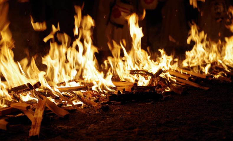 可睡斎 秋葉の火祭り 火わたり