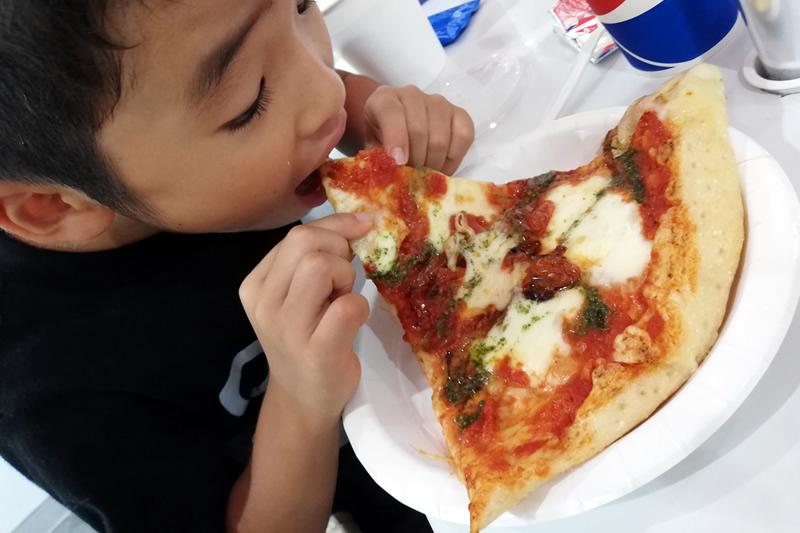 コストコフードコート デカいピザ